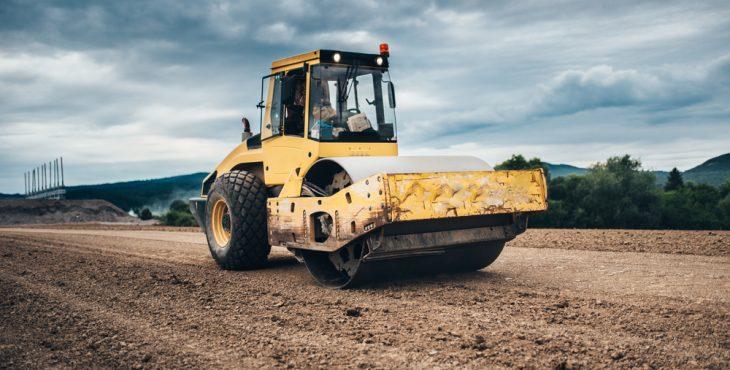 Como escolher o rolo compactador ideal?