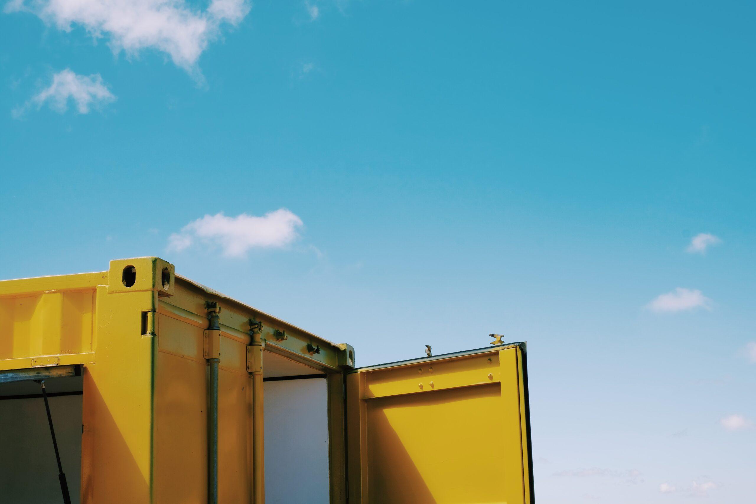 Containers são instalações rápidas e práticas para os canteiros de obras