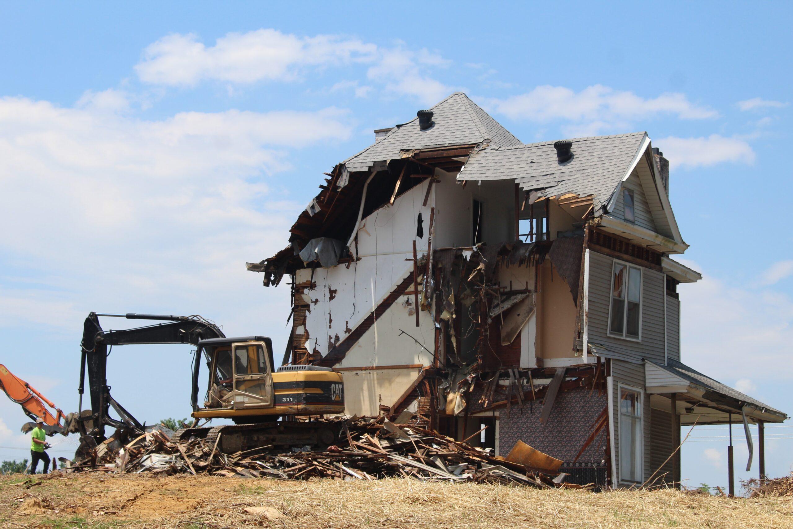 Conheça 3 equipamentos para demolição na construção civil